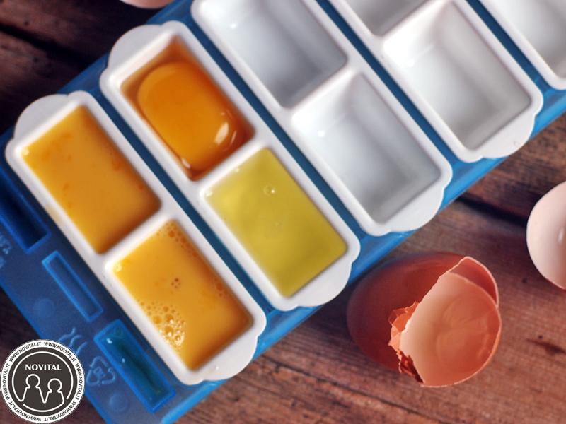 Si possono congelare le uova sfruttando i classici contenitori squadrati per fare il ghiaccio.
